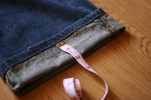 The smart method to shorten jeans makes you happier than ever
